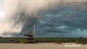 Nasty shelf cloud dominates stormy sky over Illinois