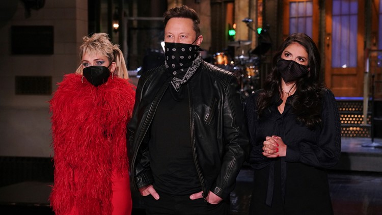 Elon Musk said to have shown hubris but also some humility as 'SNL' host