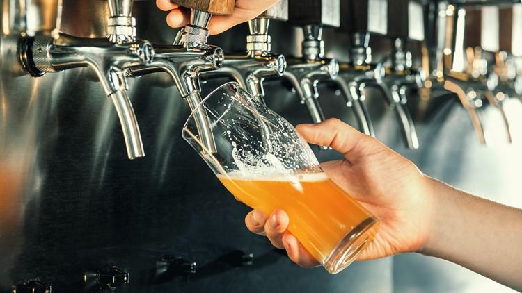 beer pour bartender