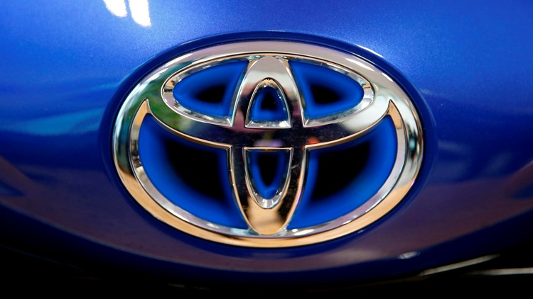 Toyota recalls 18,000 RAV4 SUVs for faulty back-up camera
