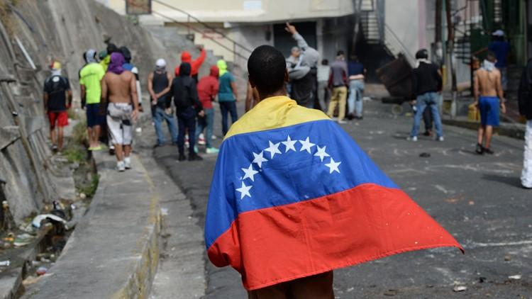 Venezuela quells soldiers' revolt, top court blasts congress