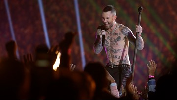 Twitter questions why Adam Levine can be shirtless at Super Bowl halftime when Janet Jackson can't