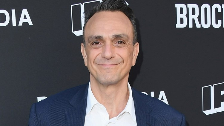 Hank Azaria Wants to 'Personally Apologize' to Every Indian Person for Voicing Apu on 'The Simpsons'