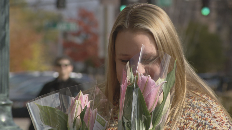 'Petal It Forward' Brings People Together, Two Bouquets At