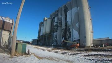 Artist paints giant mural on Mankato grain silos