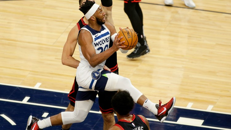 Towns, Russell push Wolves to win against Bulls