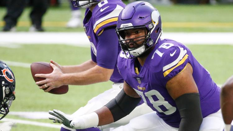 Vikings re-sign offensive lineman Dakota Dozier