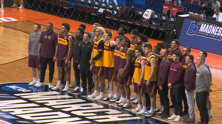 Gophers arrive in Des Moines for NCAA Tournament