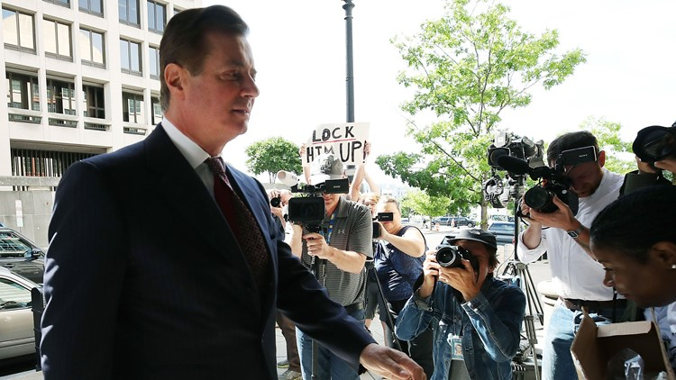 Paul Manafort heads into court on June 15 hearing-432346027