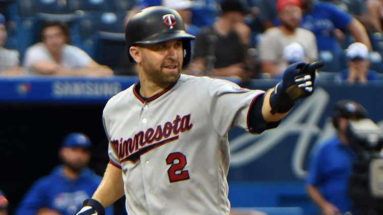 Twins deal Dozier to Dodgers