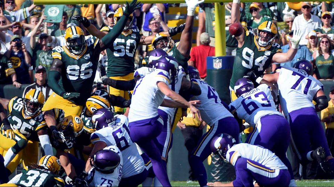 Controversial roughing the passer call gives Vikings new life in Green Bay