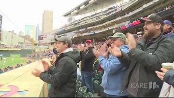 Twins fans give Joe Mauer emotional standing ovation