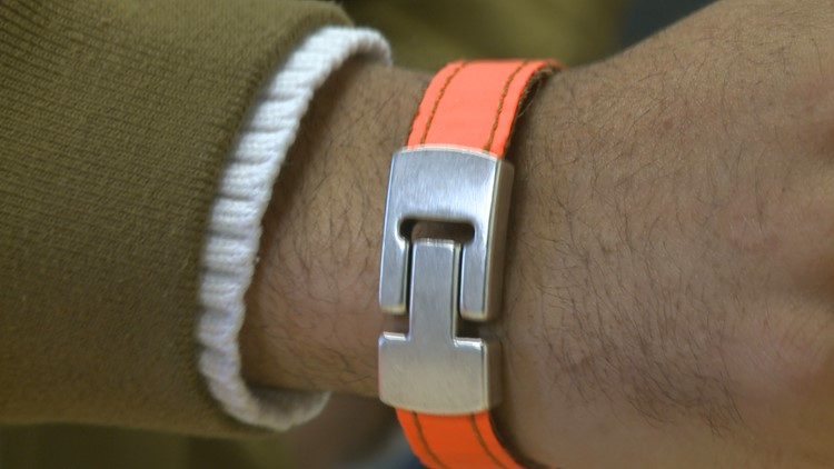 MN startup makes bracelets out of refugees' life jackets to raise awareness