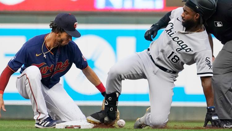 Jiménez again hits 2 home runs, White Sox rout Twins 11-1