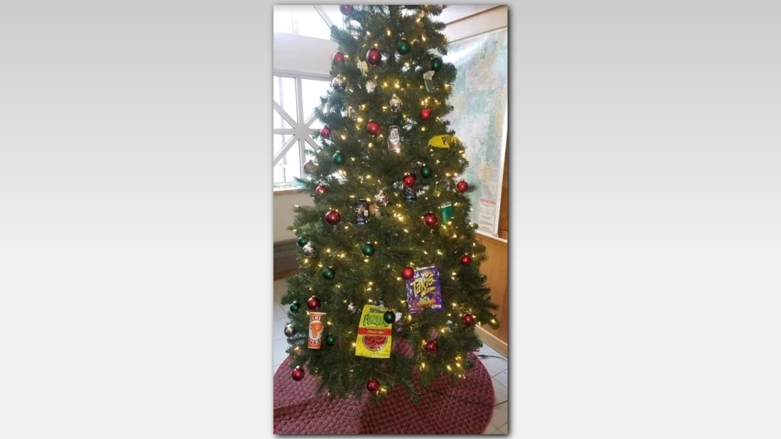 Controversial tree display: 2 Mpls. officers \'relieved of duty ...