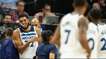 Towns drops 35, helps Wolves sting Hornets 121-104