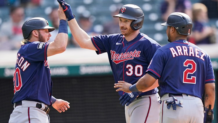 Garlick's 3-run homer in 10th lifts Twins past Indians