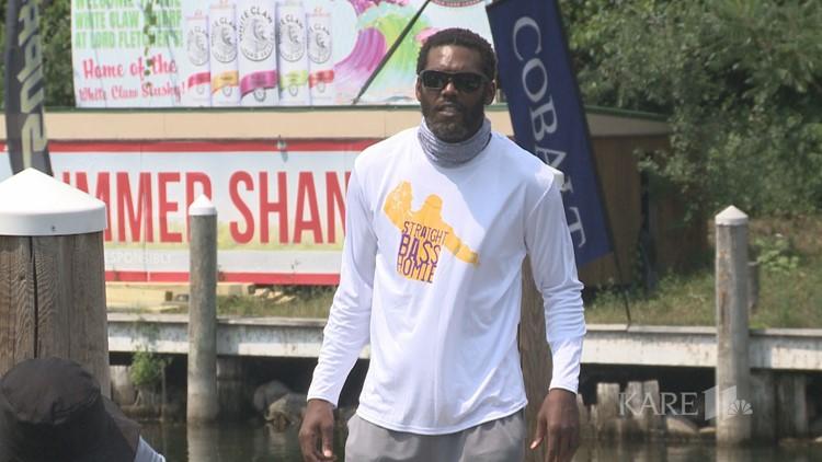 Randy Moss hosts charity fishing event on Lake Minnetonka
