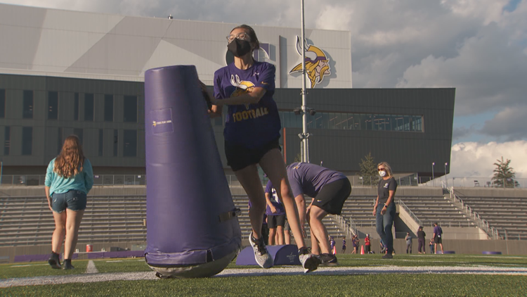 Vikings rookies go from students to teachers at Play 60 event