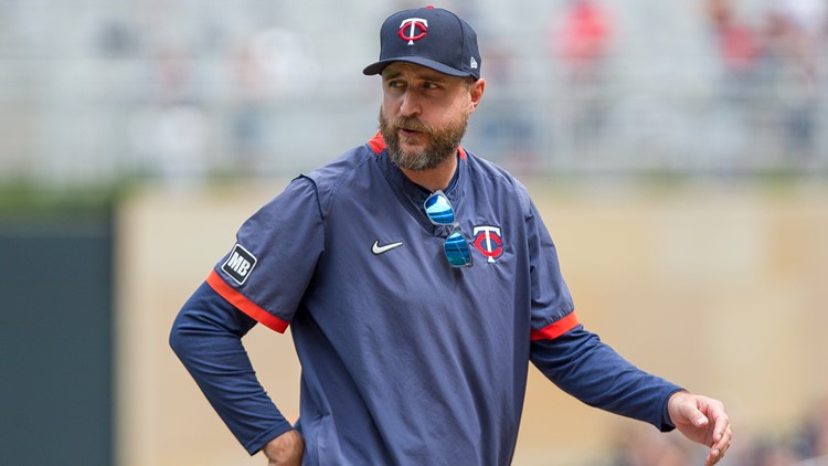 Twins manager leaves game early for birth of child