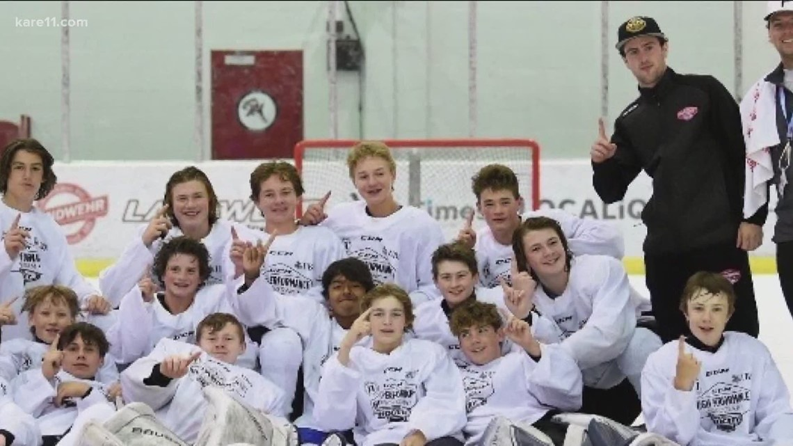 Minnesota Gophers hockey star gives back to youth players
