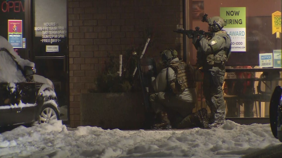 Suspect arrested in standoff near Maplewood Mall