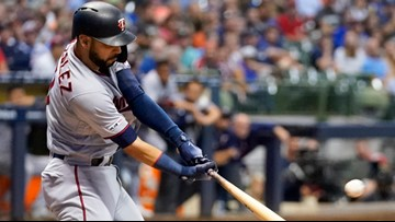 Twins back in first with win over Brewers, 7-5