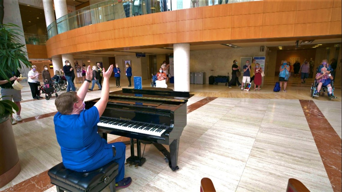 Concert pianist inspired to become a nurse, now mesmerizes patients with her music