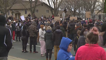 Hundreds gather outside Brooklyn Center Police Department following Daunte Wright shooting