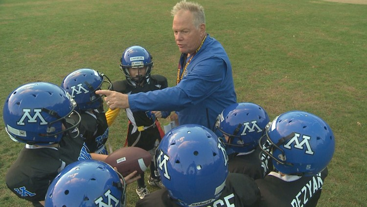 Retired H.S. football coach Dave Nelson returns to help with peewees