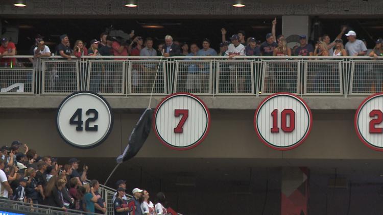 Twins retire Joe Mauer's #7