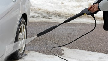 Should you wash your car during snowy weather?