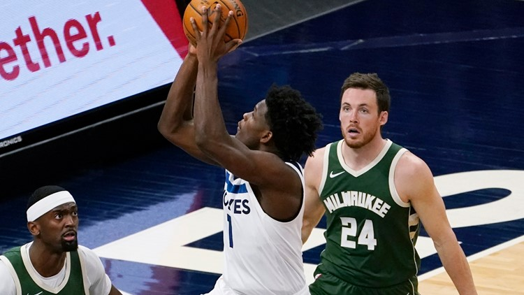 Middleton leads Bucks in 130-105 breeze by Timberwolves