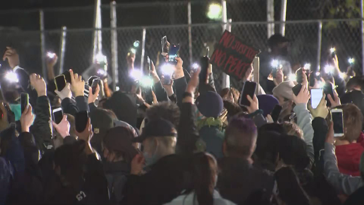 Live updates: Night six of demonstrations following Daunte Wright's death, no Brooklyn Center curfew Friday
