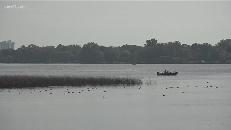 Minnesota lakes begin to turn over