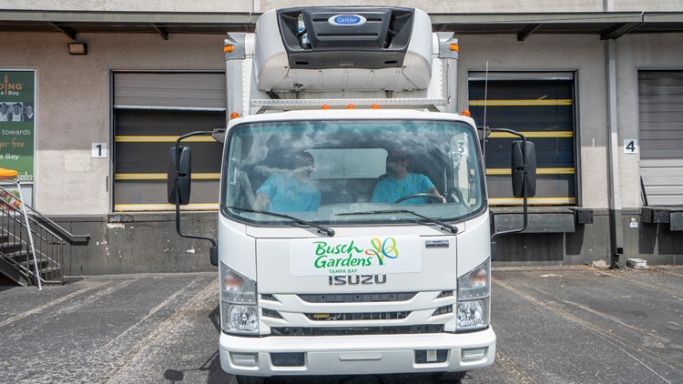 Busch Gardens Tampa Bay Donates 5 500 Pounds Of Food To Families